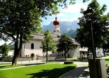 Pfarrkirche Ehrwald im Sommer