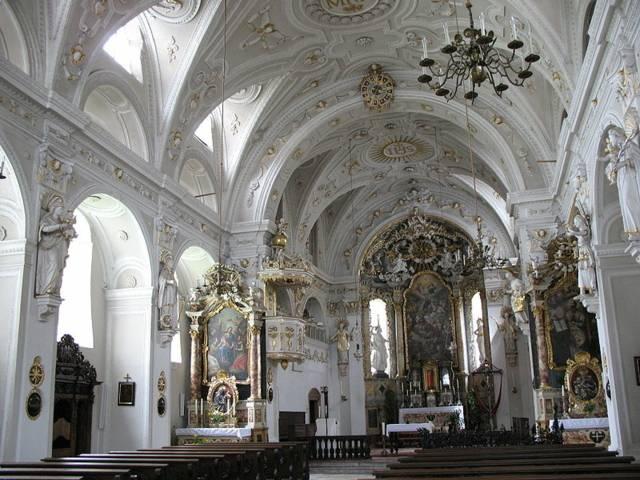 jesuitenkirche_wikimediacommons_andrew_bossi.jpg