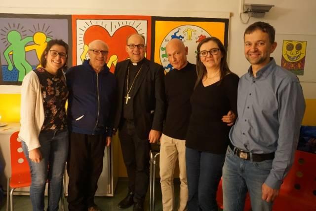 Bischof Hermann mit MitarbeiterInnen der Aidshilfe Tirol. Klinikseelsorge, DAHOP